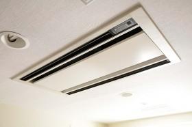 天井取付型エアコン2方向